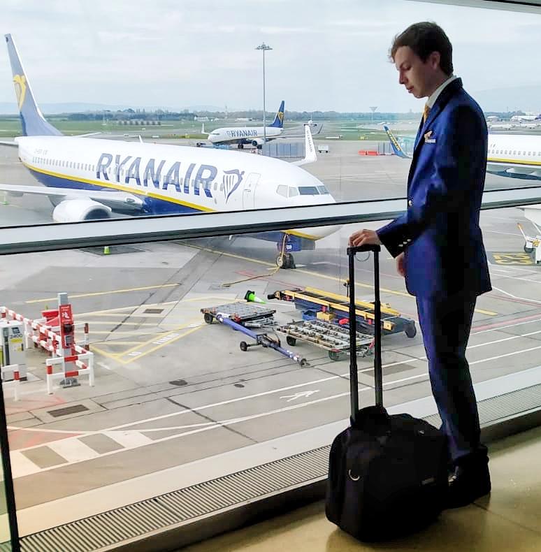 Soy Enric, ex alumno Global Crew y TCP en Ryanair, y te cuento mi experiencia.